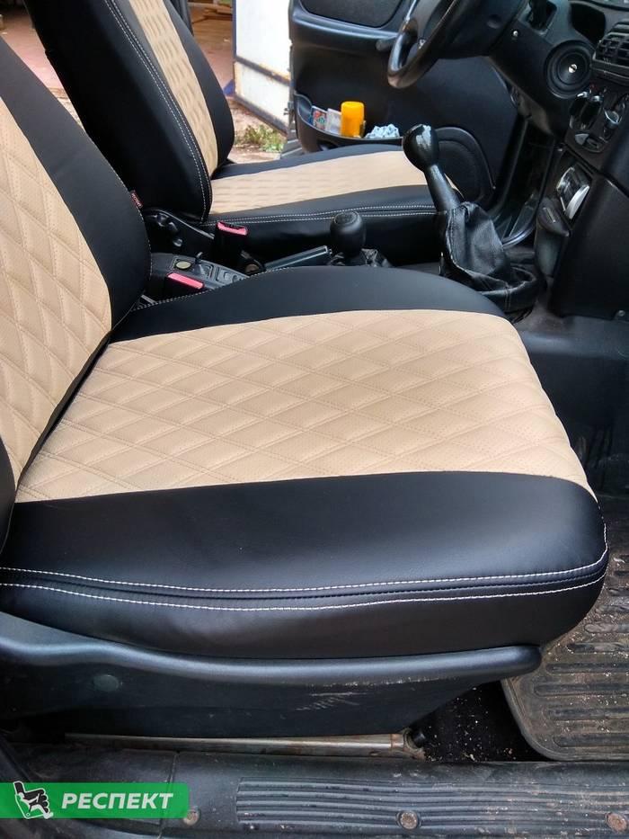 Черно-бежевые авточехлы из экокожи на Chevrolet Niva 2012г. с дизайном 'двойные ромбы' и двойной декоративной строчкой производства Респект