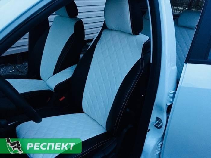 Черно-белые авточехлы из экокожи на Lada Vesta 2017г. с дизайном 'двойные квадраты' и двойной декоративной строчкой производства Респект