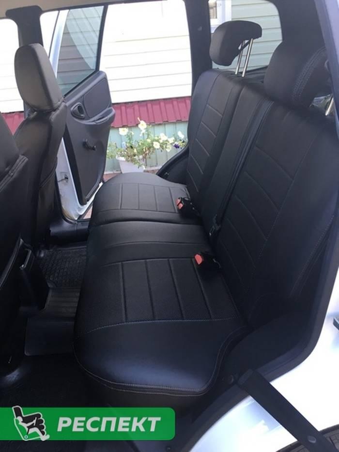 Черные авточехлы из экокожи на Chevrolet Niva 2017г. с дизайном 'обычный' и двойной декоративной строчкой коричневыми нитками производства Респект