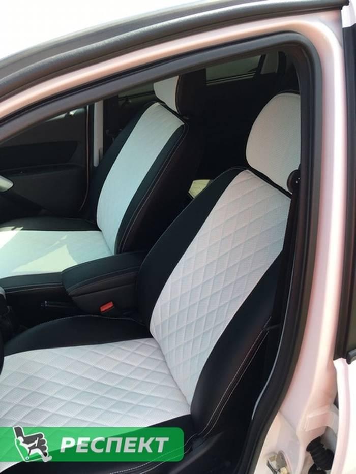 Черно-белые авточехлы из экокожи на Datsun on-Do 2018г. с дизайном 'ромбы' и двойной декоративной строчкой белыми нитками производства Респект