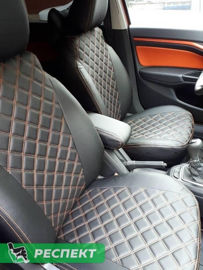 Черные авточехлы из экокожи на Lada Vesta 2018г. с дизайном 'двойные квадраты' и двойной декоративной строчкой оранжевыми нитками производства Респект