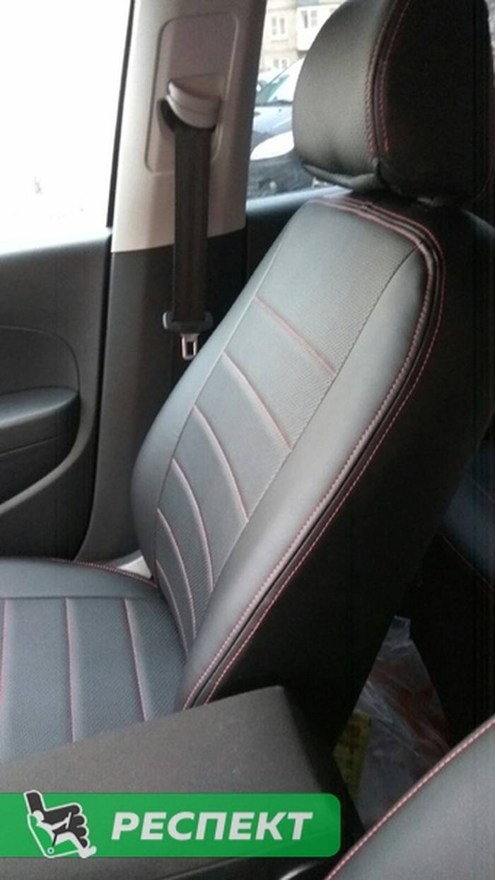 Черные авточехлы из экокожи на Volkswagen Polo 2018г. с дизайном 'обычный' и двойной декоративной строчкой красными нитками производства Респект