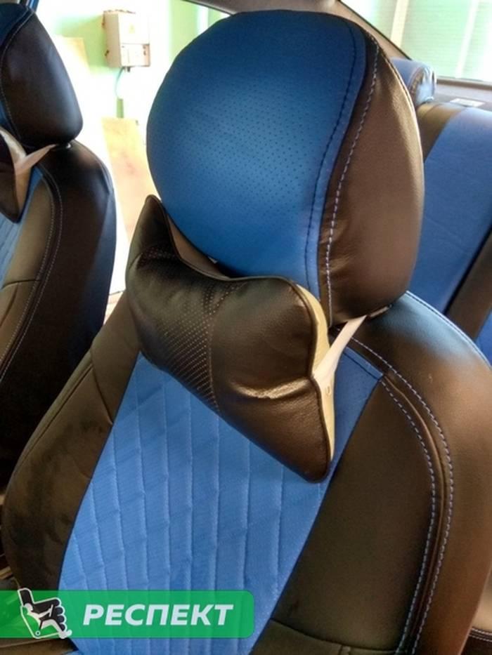 Черно-синие авточехлы из экокожи на Hyundai Solaris 2018г. с дизайном 'ромбы' и двойной декоративной строчкой производства Респект