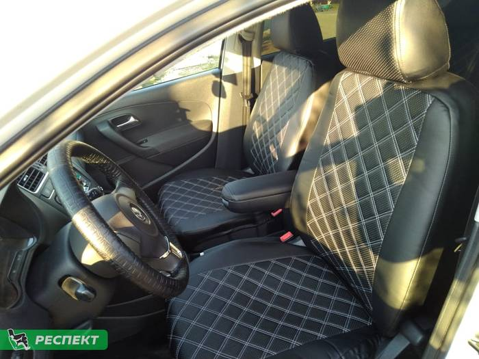 Черные авточехлы из экокожи на Volkswagen Polo 2015г. с дизайном 'двойные квадраты' без декоративных строчек производства Респект
