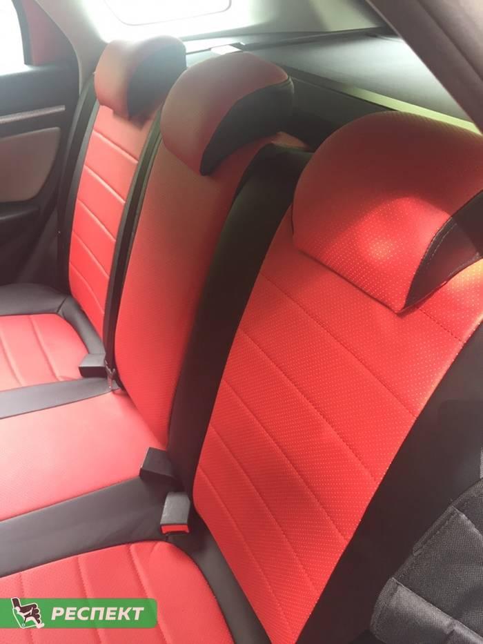 Черно-красные авточехлы из экокожи на Lada Vesta 2018г. с дизайном 'обычный' без декоративных строчек производства Респект