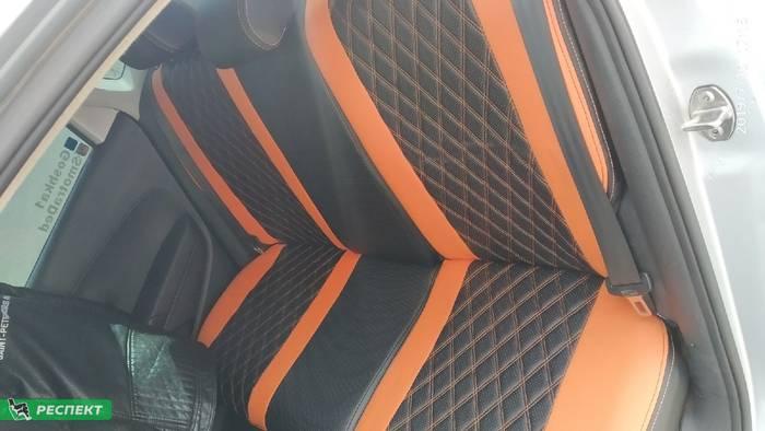 Черно-оранжевые авточехлы из экокожи на Volkswagen Polo 2016г. с дизайном 'двойные ромбы' и двойной декоративной строчкой производства Респект