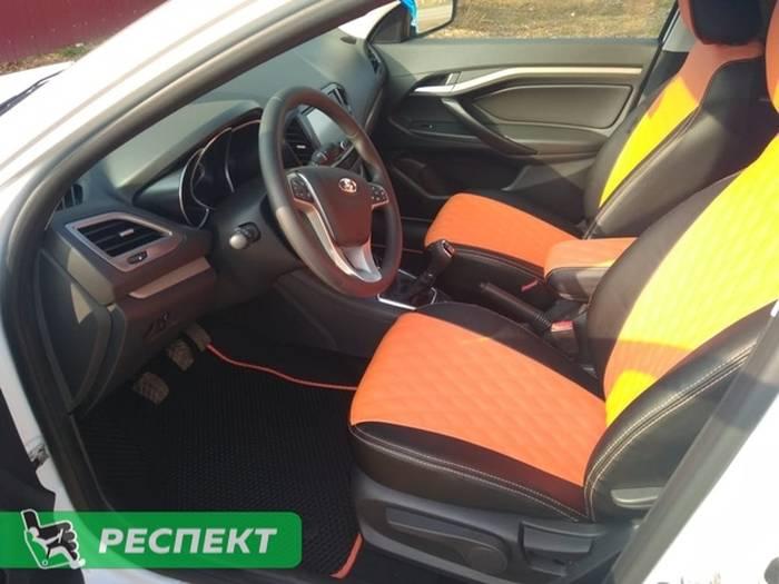 Черно-оранжевые авточехлы из экокожи на Lada Vesta 2018г. с дизайном 'двойные ромбы' и двойной декоративной строчкой производства Респект