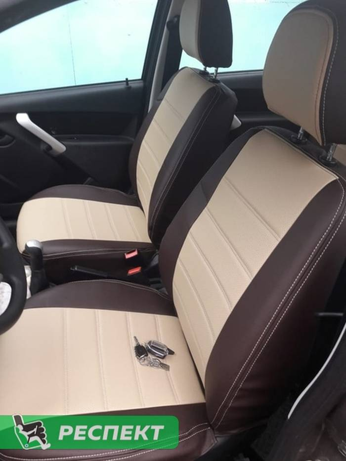 Бежево-коричневые авточехлы из экокожи на Datsun on-Do 2018г. с дизайном 'двойные горизонтальные полосы' и двойной декоративной строчкой производства Респект