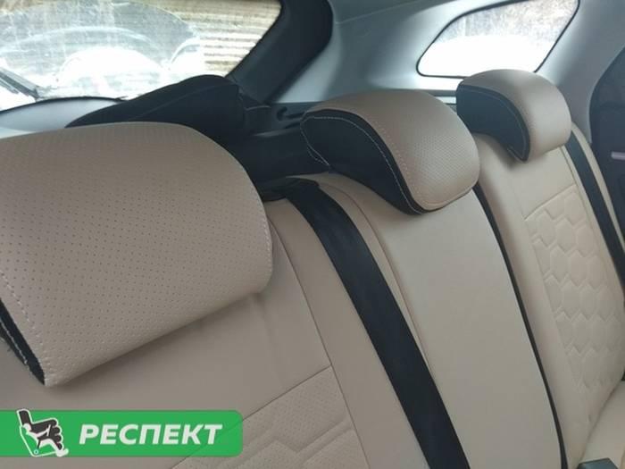 Черно-бежевые авточехлы из экокожи на Lada Vesta 2018г. с дизайном 'большие соты' и двойной декоративной строчкой производства Респект