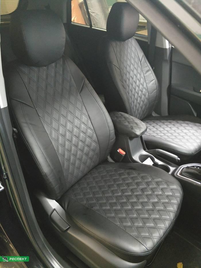 Черные авточехлы из экокожи на Hyundai Creta 2018г. с дизайном 'двойные ромбы' и одинарной декоративной строчкой черными нитками производства Респект