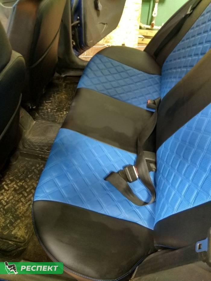 Черно-синие авточехлы из экокожи на Chevrolet Lanos 2007г. с дизайном 'двойные квадраты' и одинарной декоративной строчкой синими нитками производства Респект