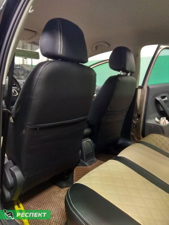 Черно-бежевые авточехлы из экокожи на Volkswagen Polo 2017г. с дизайном 'двойные квадраты' и двойной декоративной строчкой производства Респект