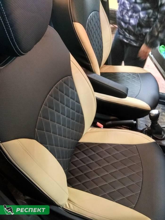 Черно-бежевые авточехлы из экокожи на Renault Kaptur 2019г. с дизайном 'ромбы' и двойной декоративной строчкой производства Респект