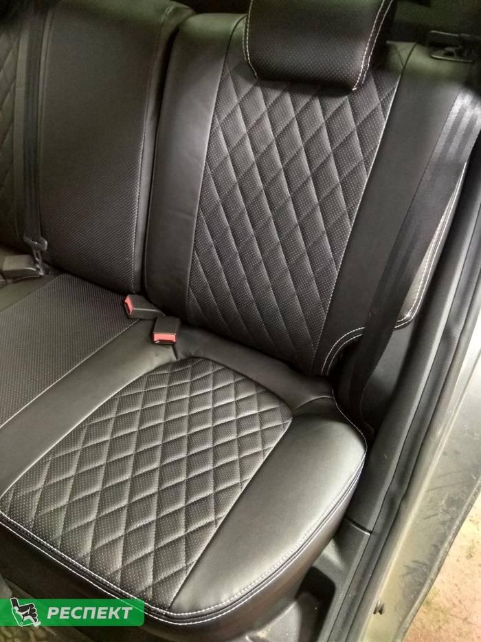 Черные авточехлы из экокожи на Lada Vesta 2019г. с дизайном 'ромбы' и двойной декоративной строчкой белыми нитками производства Респект