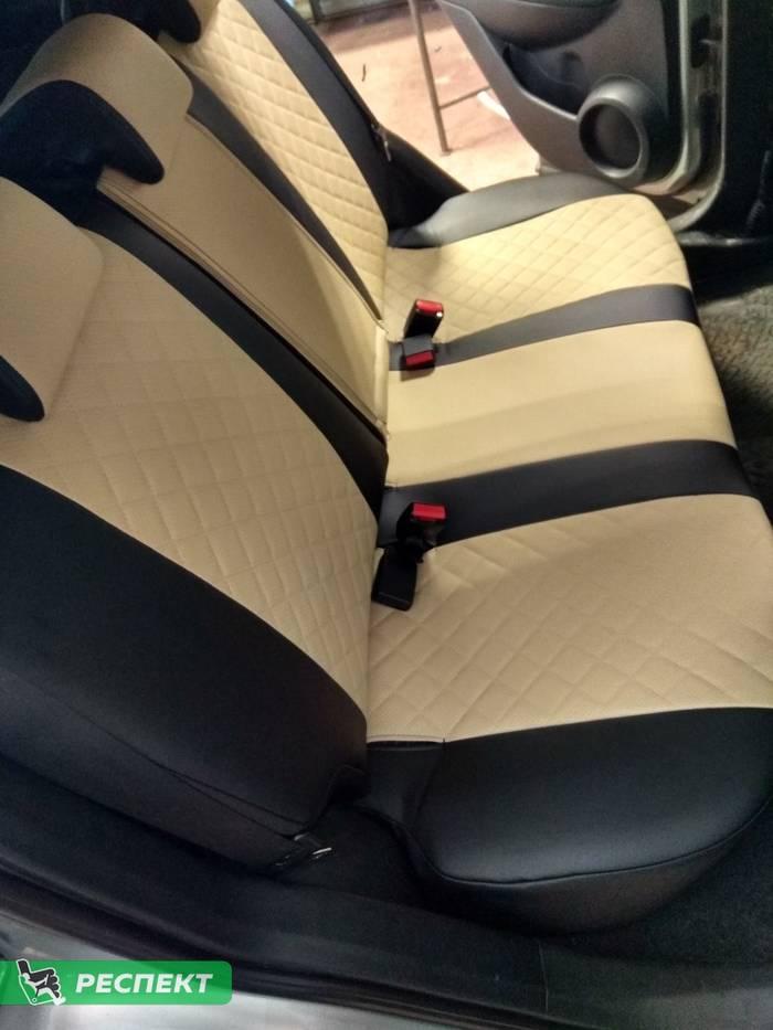 Черно-бежевые авточехлы из экокожи на Nissan Qashqai 2009г. с дизайном 'квадраты' без декоративных строчек производства Респект