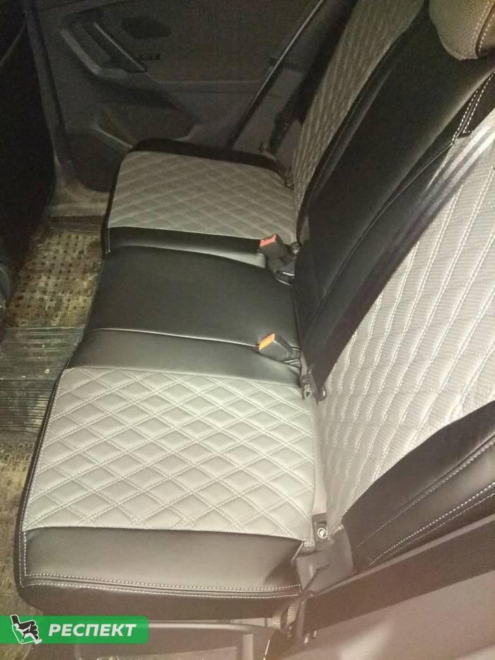 Черно-серые авточехлы из экокожи на Volkswagen Tiguan 2019г. с дизайном 'двойные ромбы' и двойной декоративной строчкой серыми нитками производства Респект