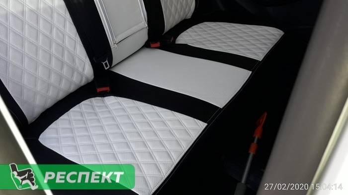 Черно-белые авточехлы из экокожи на Lada Vesta 2018г. с дизайном 'двойные ромбы' и двойной декоративной строчкой производства Респект