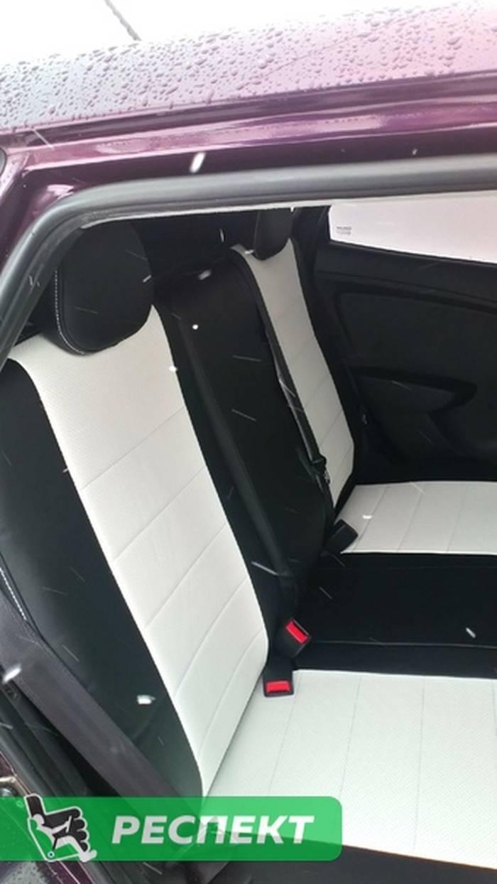 Черно-белые авточехлы из экокожи на Hyundai Solaris 2011г. с дизайном 'обычный' и одинарной декоративной строчкой белыми нитками производства Респект