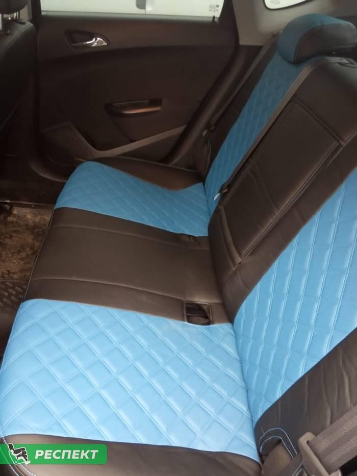 Черно-синие авточехлы из экокожи на Opel Astra J 2014г. с дизайном 'двойные квадраты' и двойной декоративной строчкой производства Респект