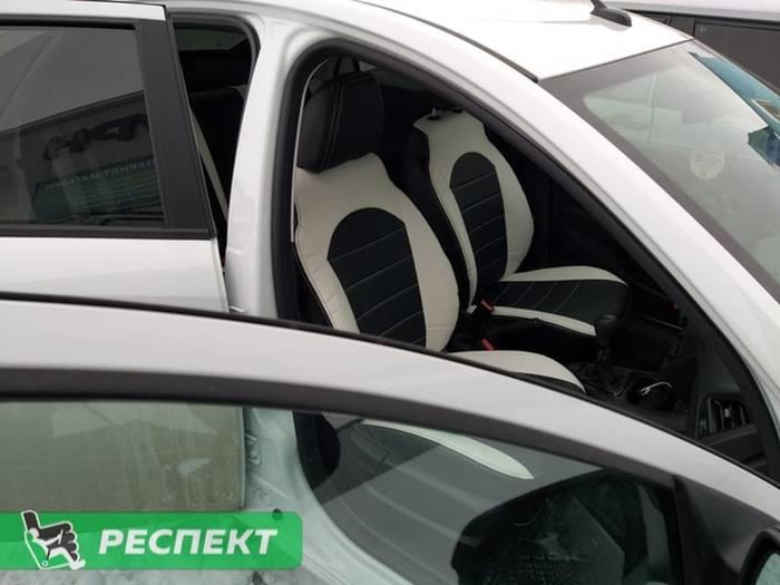 Черно-белые авточехлы из экокожи на Lada Vesta 2018г. с дизайном 'обычный' и двойной декоративной строчкой производства Респект