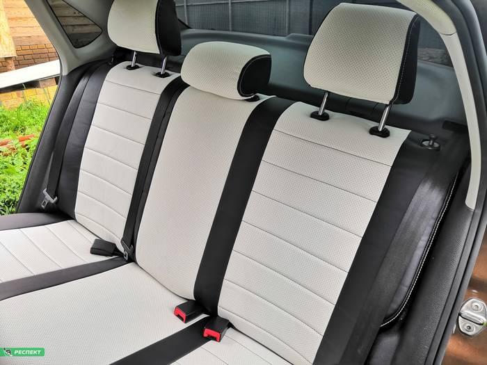 Черно-белые авточехлы из экокожи на Volkswagen Polo 2018г. с дизайном 'обычный' и одинарной декоративной строчкой белыми нитками производства Респект