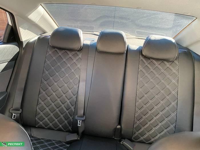 Черные авточехлы из экокожи на Hyundai Solaris 2019г. с дизайном 'двойные квадраты' и двойной декоративной строчкой производства Респект