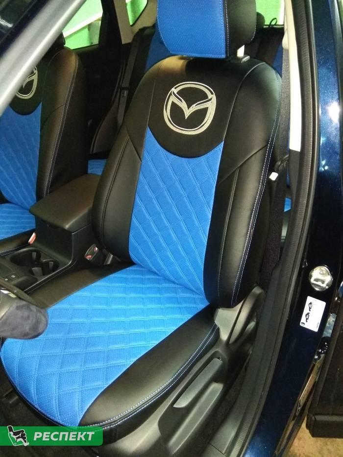 Черно-синие авточехлы из экокожи на Mazda CX-5 2019г. с дизайном 'двойные квадраты' и двойной декоративной строчкой производства Респект