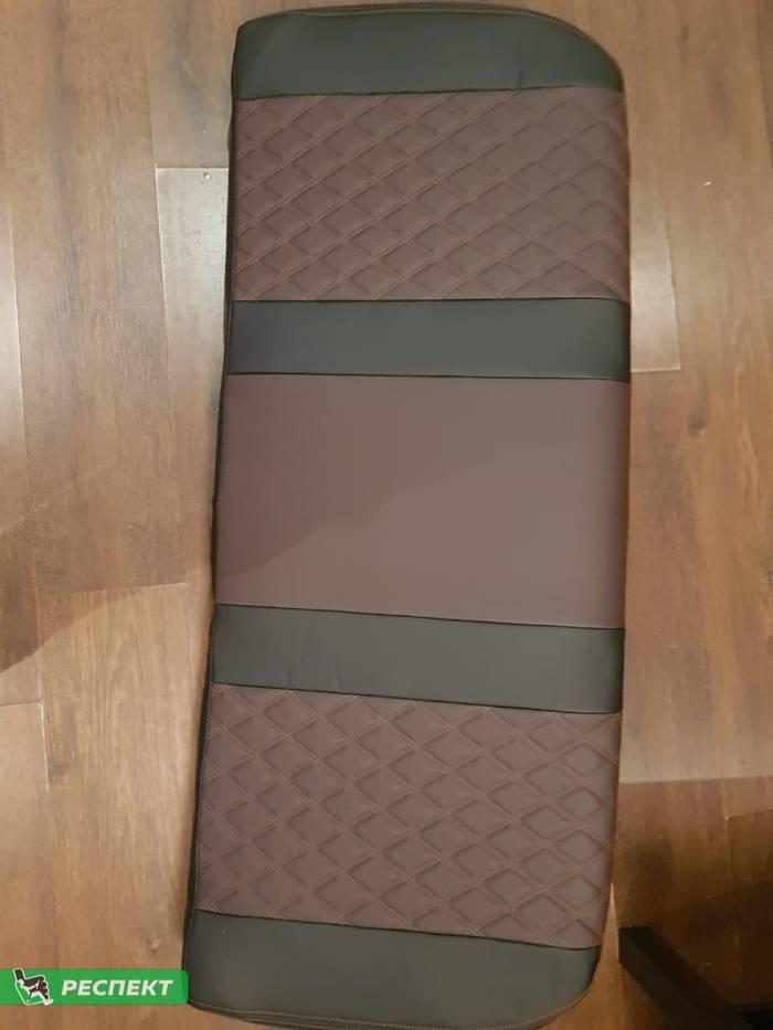 Черно-тёмнокоричневые авточехлы из экокожи на Lada X-Ray 2019г. с дизайном 'двойные ромбы' и двойной декоративной строчкой коричневыми нитками производства Респект