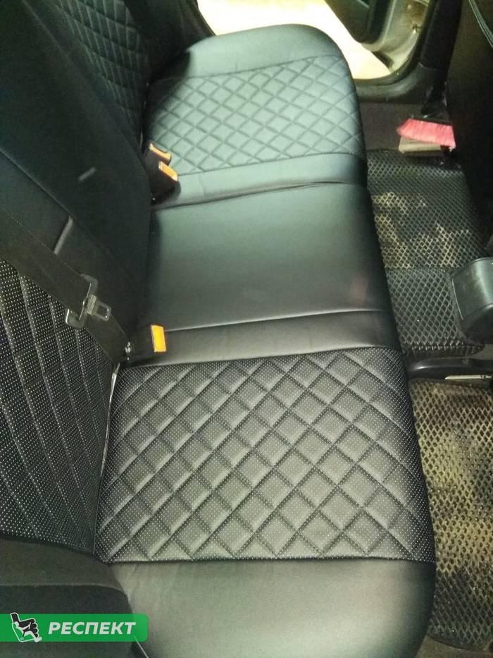 Черные авточехлы из экокожи на Skoda Octavia Tour 2007г. с дизайном 'квадраты' без декоративных строчек производства Респект