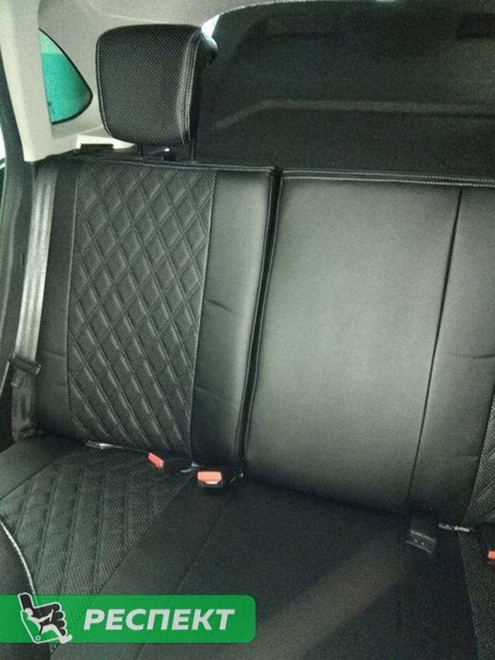 Черные авточехлы из экокожи на Lada X-Ray Cross 2018г. с дизайном 'двойные ромбы' и двойной декоративной строчкой серыми нитками производства Респект