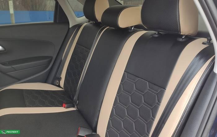 Черно-бежевые авточехлы из экокожи на Volkswagen Polo 2019г. с дизайном 'большие соты' и двойной декоративной строчкой производства Респект