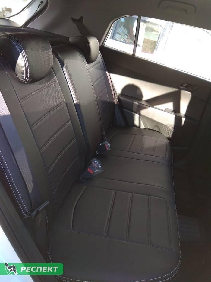 Черные авточехлы из экокожи на Hyundai Creta 2020г. с дизайном 'двойные горизонтальные полосы' и двойной декоративной строчкой белыми нитками производства Респект
