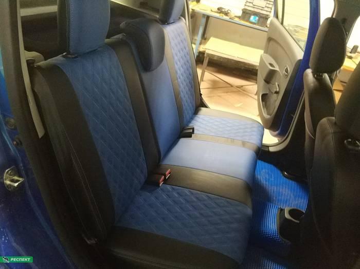 Черно-синие авточехлы из экокожи на Renault Sandero 2020г. с дизайном 'двойные ромбы' и двойной декоративной строчкой производства Респект