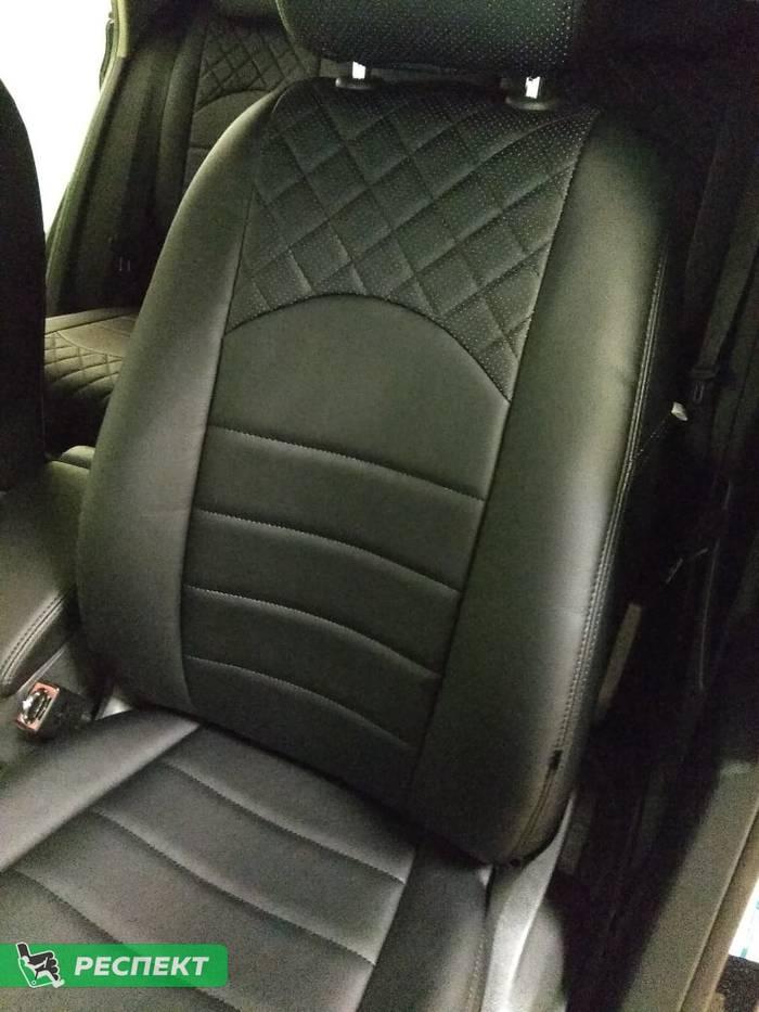 Черные авточехлы из экокожи на Volkswagen Tiguan 2015г. с дизайном 'квадраты' и двойной декоративной строчкой производства Респект