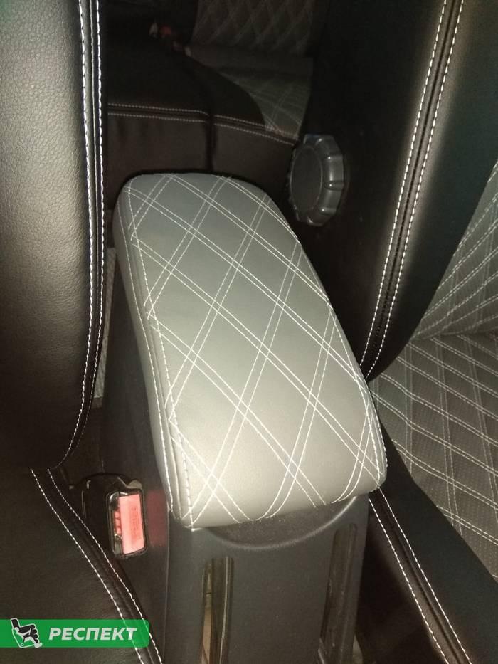 Черно-серые авточехлы из экокожи на Renault Megane 2007г. с дизайном 'двойные ромбы' и двойной декоративной строчкой производства Респект