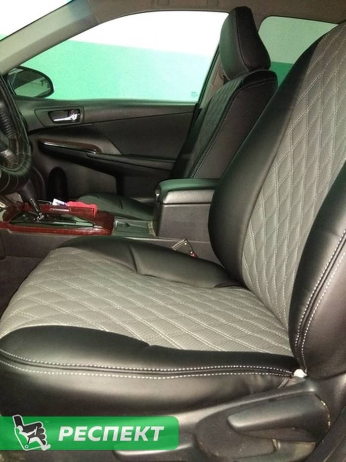 Черно-серые авточехлы из экокожи на Toyota Camry 2012 (кузов ХV50 (XV55))г. с дизайном 'двойные ромбы' и двойной декоративной строчкой производства Респект