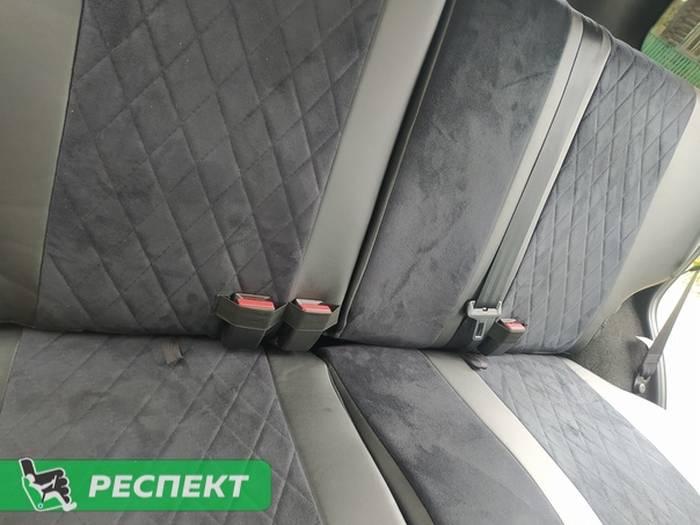 Черные авточехлы из экокожи на Chevrolet Niva 2020г. с дизайном 'ромбы' и одинарной декоративной строчкой черными нитками производства Респект