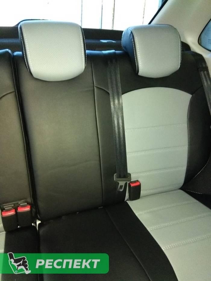 Черно-серые авточехлы из экокожи на Lada Granta FL 2019г. с дизайном 'двойные горизонтальные полосы' и двойной декоративной строчкой производства Респект