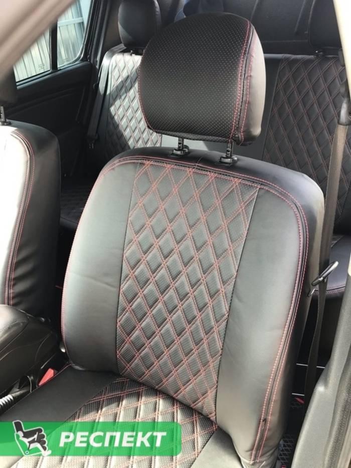 Черные авточехлы из экокожи на Renault Sandero 2013г. с дизайном 'двойные ромбы' и двойной декоративной строчкой красными нитками производства Респект