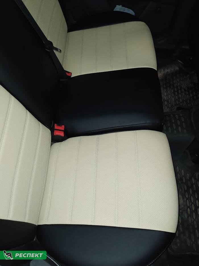 Черно-бежевые авточехлы из экокожи на Ford Focus 2017г. с дизайном 'двойные горизонтальные полосы' и одинарной декоративной строчкой бежевыми нитками производства Респект