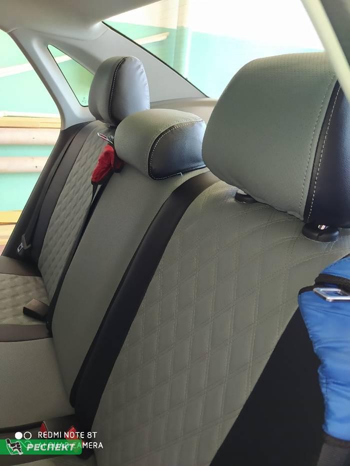 Черно-серые авточехлы из экокожи на Volkswagen Polo 2014г. с дизайном 'двойные ромбы' и двойной декоративной строчкой производства Респект