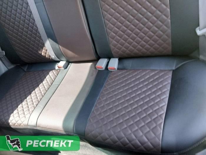 Черно-тёмнокоричневые авточехлы из экокожи на Chevrolet Lacetti 2015г. с дизайном 'мелкие квадраты' и двойной декоративной строчкой производства Респект