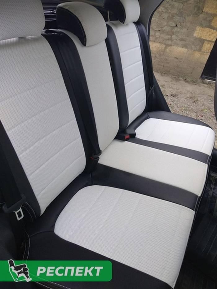 Черно-белые авточехлы из экокожи на Lada Vesta 2017г. с дизайном 'обычный' и двойной декоративной строчкой производства Респект