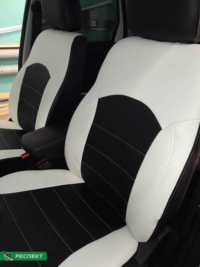 Черно-белые авточехлы из экокожи на Lada Granta FL 2020г. с дизайном 'обычный' и одинарной декоративной строчкой белыми нитками производства Респект