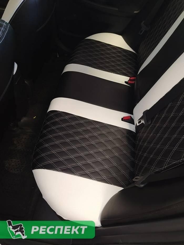 Черно-белые авточехлы из экокожи на Toyota Corolla 2014 (Е140/150)г. с дизайном 'двойные ромбы' и двойной декоративной строчкой производства Респект