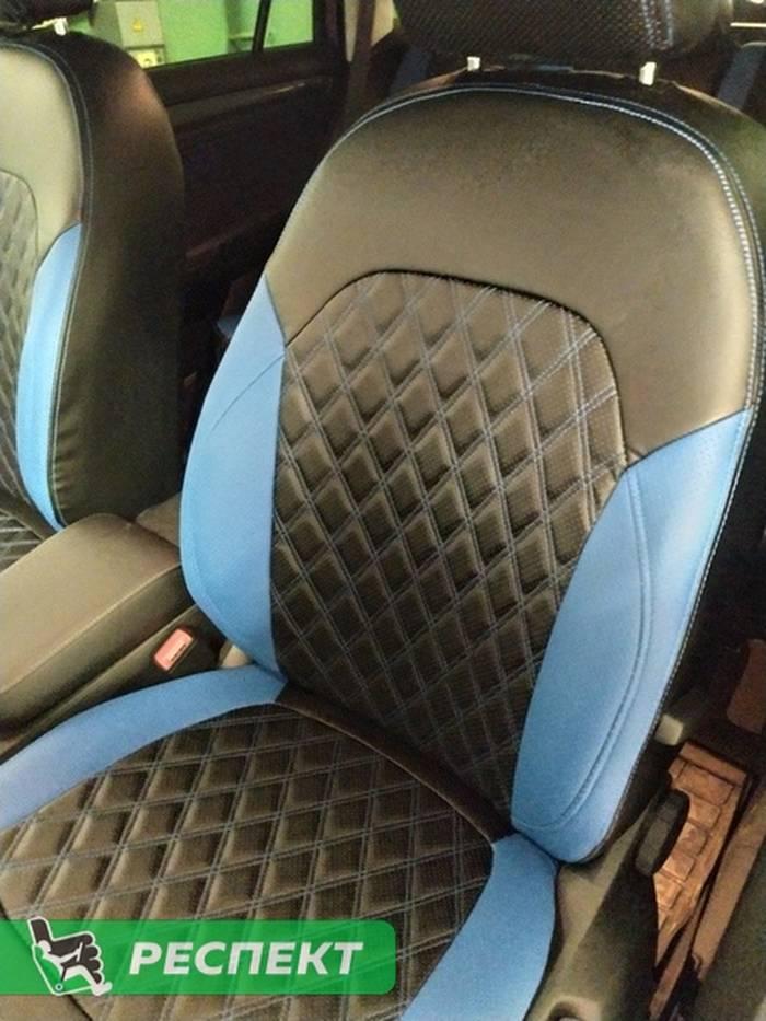 Черно-синие авточехлы из экокожи на Skoda Kodiaq 2020г. с дизайном 'двойные ромбы' и двойной декоративной строчкой производства Респект