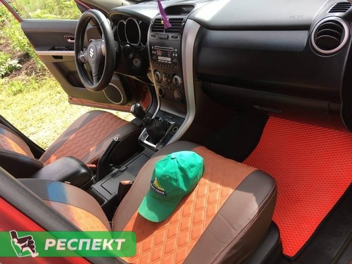 Коричневые авточехлы из экокожи на Suzuki Grand Vitara 2010г. с дизайном 'двойные ромбы' и двойной декоративной строчкой производства Респект
