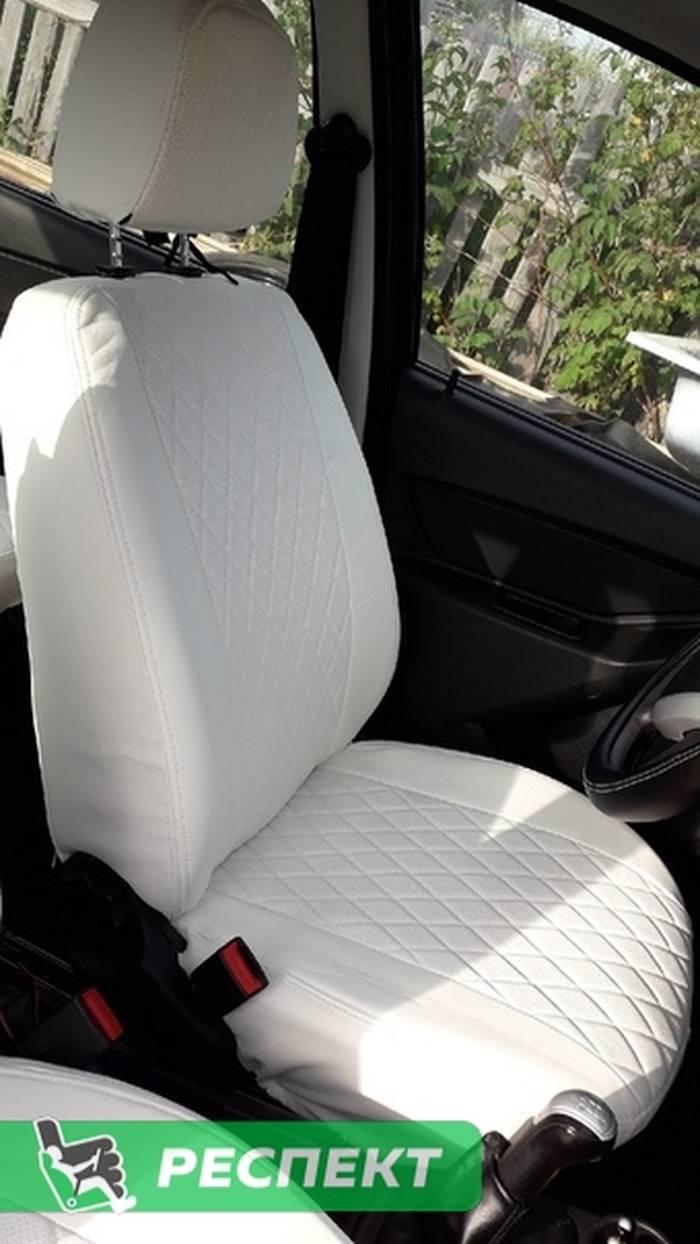 Белые авточехлы из экокожи на Datsun on-Do 2017г. с дизайном 'ромбы' и двойной декоративной строчкой производства Респект