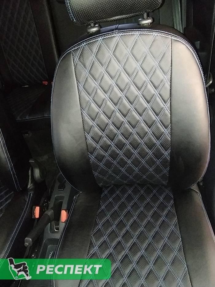 Черные авточехлы из экокожи на Renault Logan 2019г. с дизайном 'двойные ромбы' и двойной декоративной строчкой синими нитками производства Респект