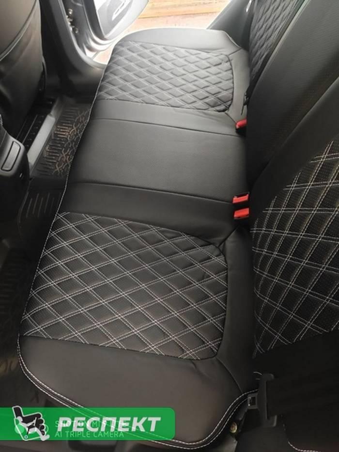 Черные авточехлы из экокожи на Lada Vesta 2019г. с дизайном 'двойные ромбы' и двойной декоративной строчкой белыми нитками производства Респект